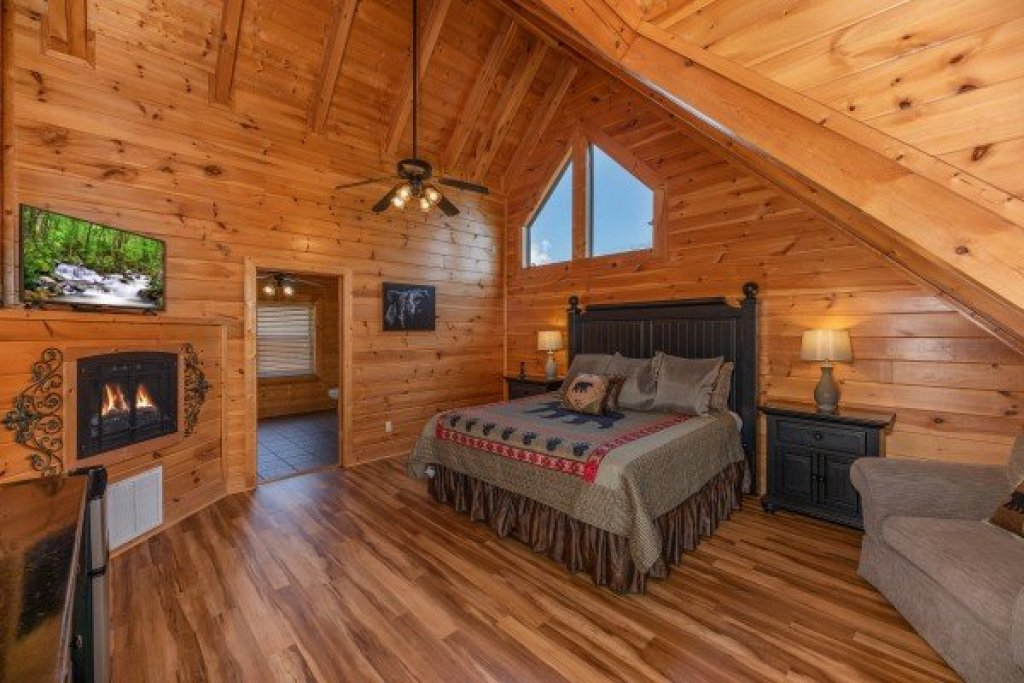 Photo of a Sevierville Cabin named Bear Bottom Retreat - This is the nineteenth photo in the set.