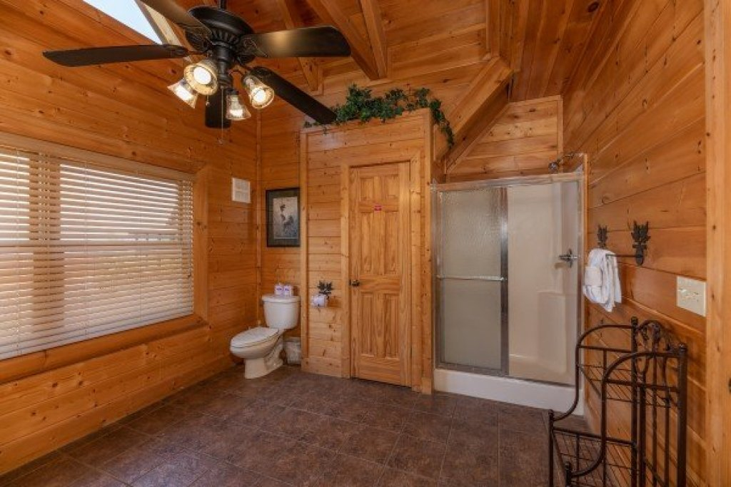 Photo of a Sevierville Cabin named Bear Bottom Retreat - This is the twenty-first photo in the set.