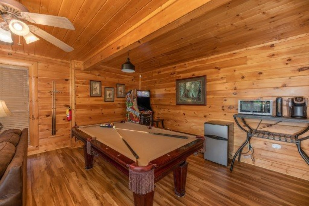Photo of a Sevierville Cabin named Bear Bottom Retreat - This is the twenty-fourth photo in the set.