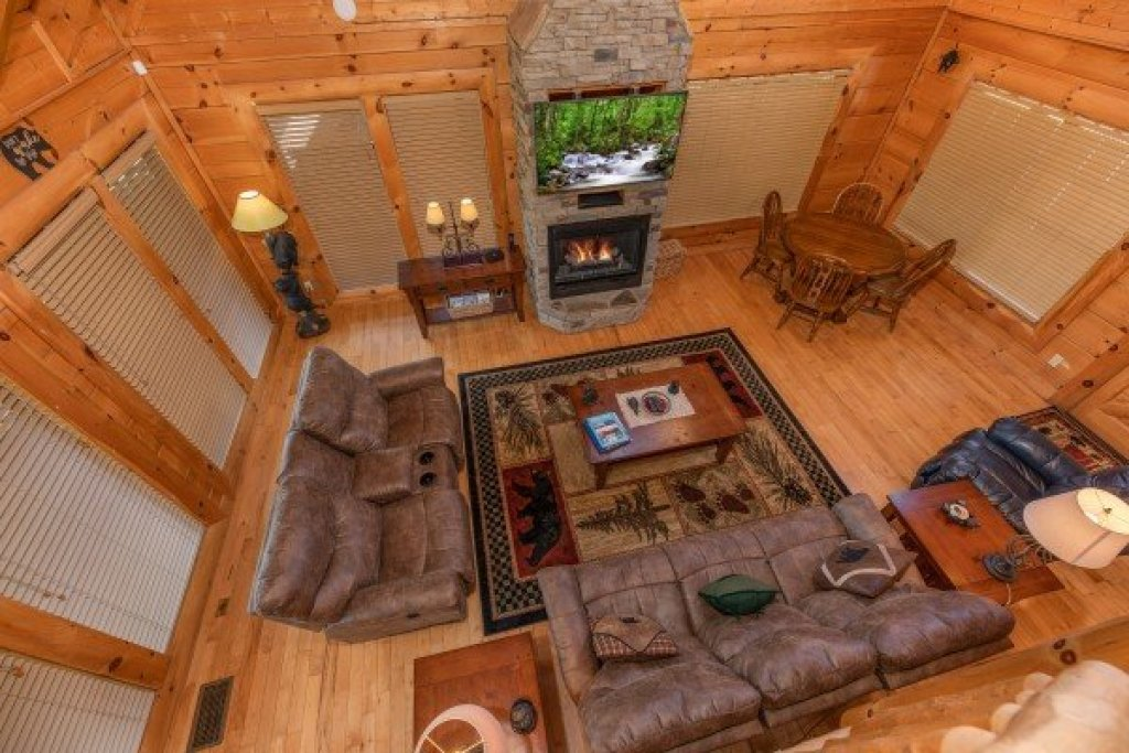 Photo of a Sevierville Cabin named Bear Bottom Retreat - This is the eighteenth photo in the set.