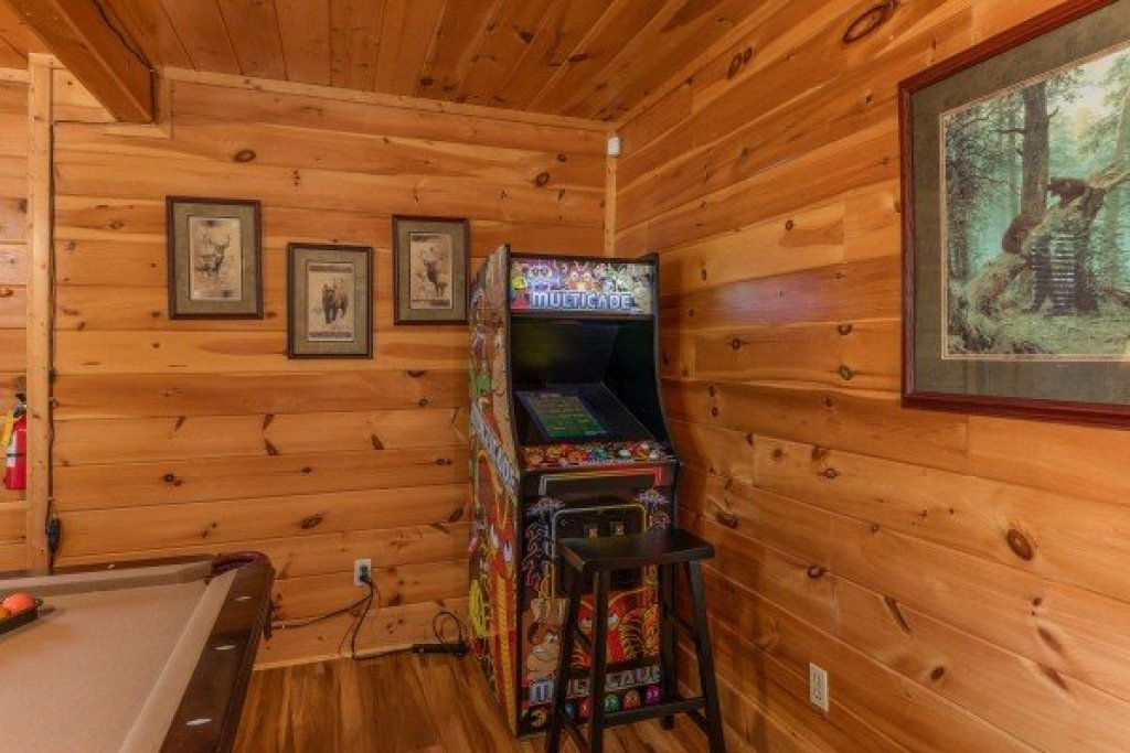 Photo of a Sevierville Cabin named Bear Bottom Retreat - This is the twenty-fifth photo in the set.