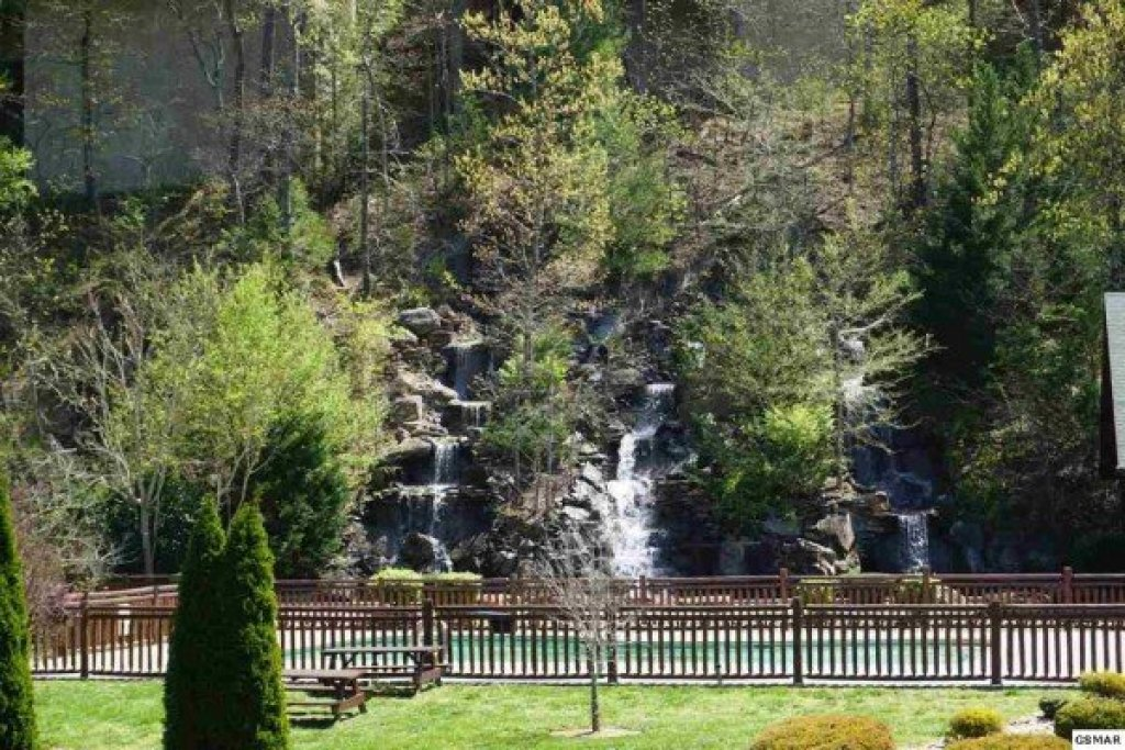 Photo of a Sevierville Cabin named Bear Bottom Retreat - This is the thirty-fifth photo in the set.
