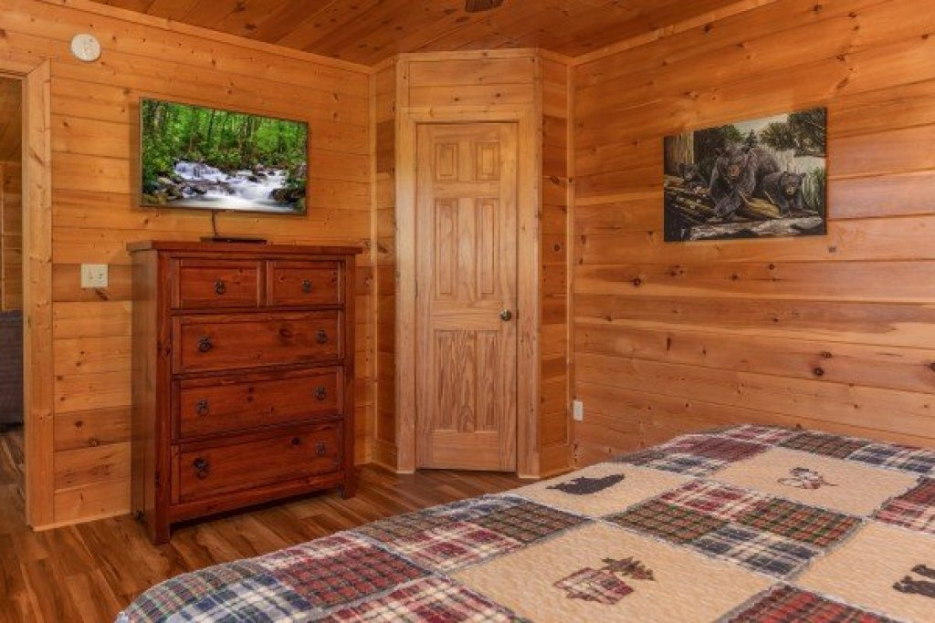 Photo of a Sevierville Cabin named Bear Bottom Retreat - This is the twenty-seventh photo in the set.