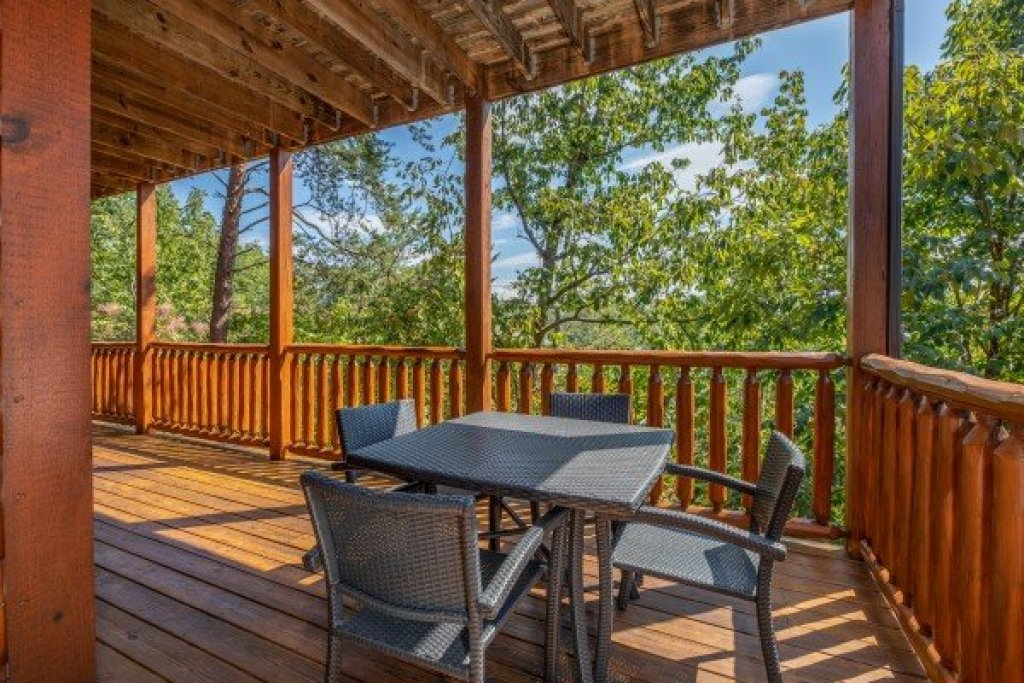 Photo of a Sevierville Cabin named Bear Bottom Retreat - This is the thirty-first photo in the set.