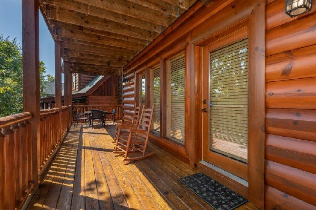 Photo of a Sevierville Cabin named Bear Bottom Retreat - This is the thirty-second photo in the set.