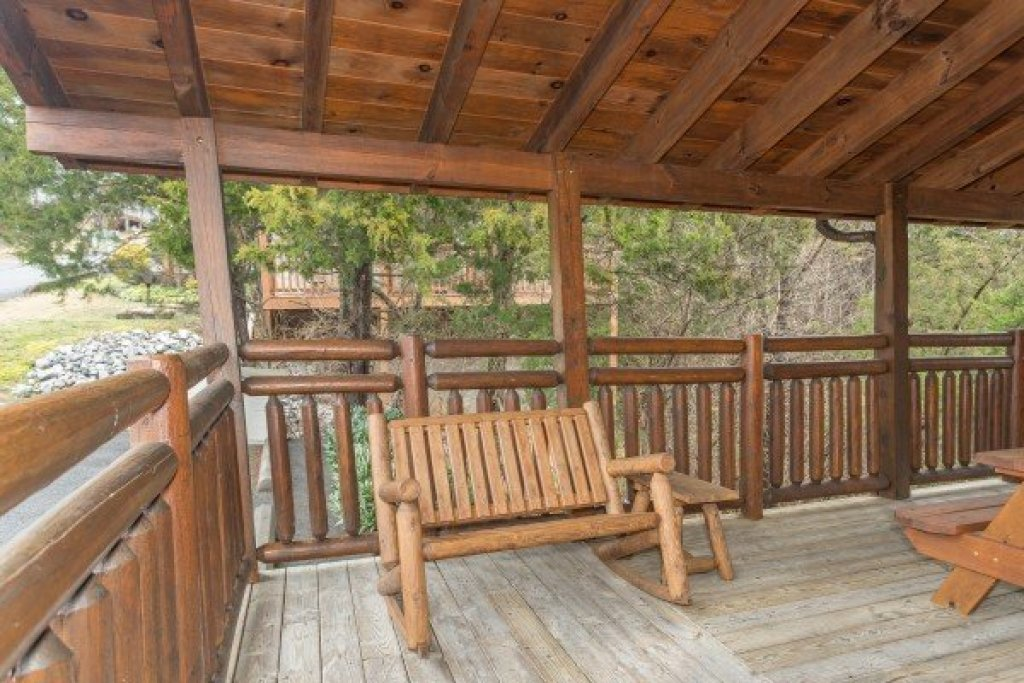 Photo of a Pigeon Forge Cabin named Granny D's - This is the twenty-third photo in the set.
