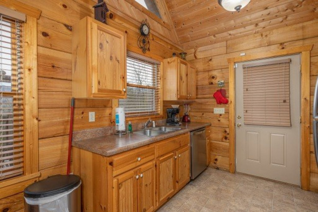 Photo of a Pigeon Forge Cabin named Alpine Romance - This is the ninth photo in the set.