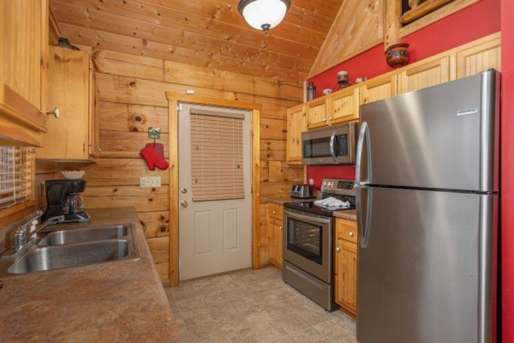 Photo of a Pigeon Forge Cabin named Alpine Romance - This is the eighth photo in the set.