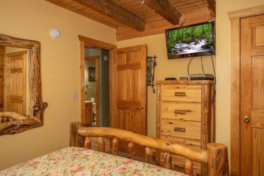 Photo of a Pigeon Forge Cabin named Alpine Romance - This is the fourteenth photo in the set.