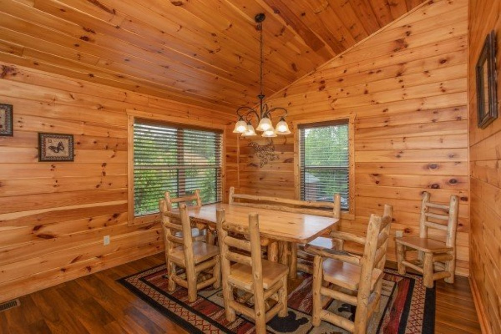 Photo of a Pigeon Forge Cabin named Pinot Paradise - This is the fourth photo in the set.