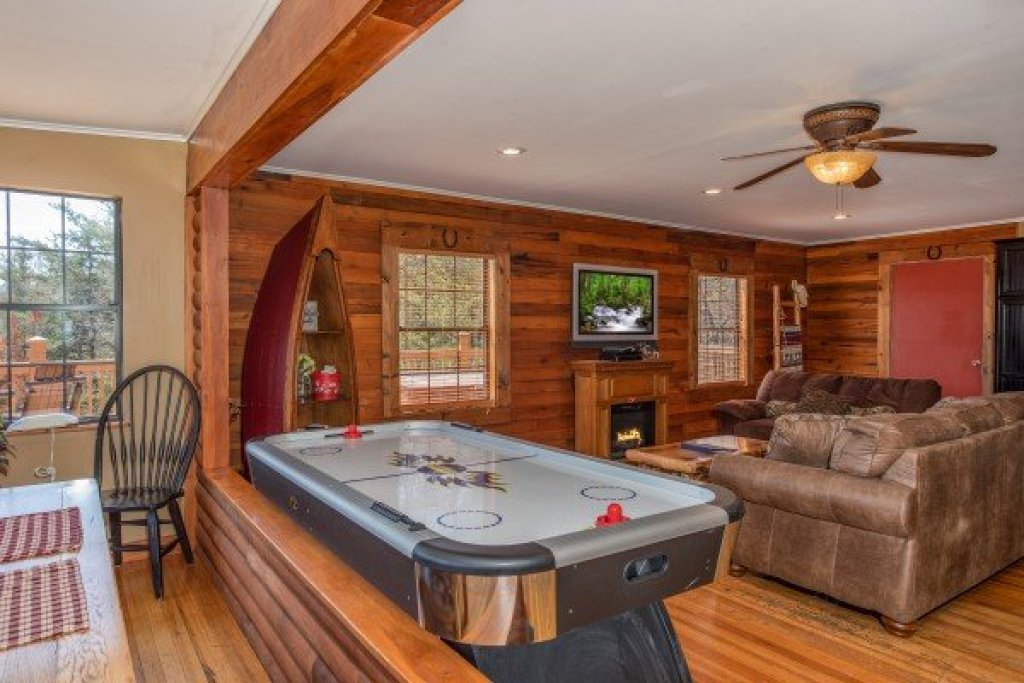 Photo of a Sevierville Cabin named Rustic Roost - This is the sixth photo in the set.