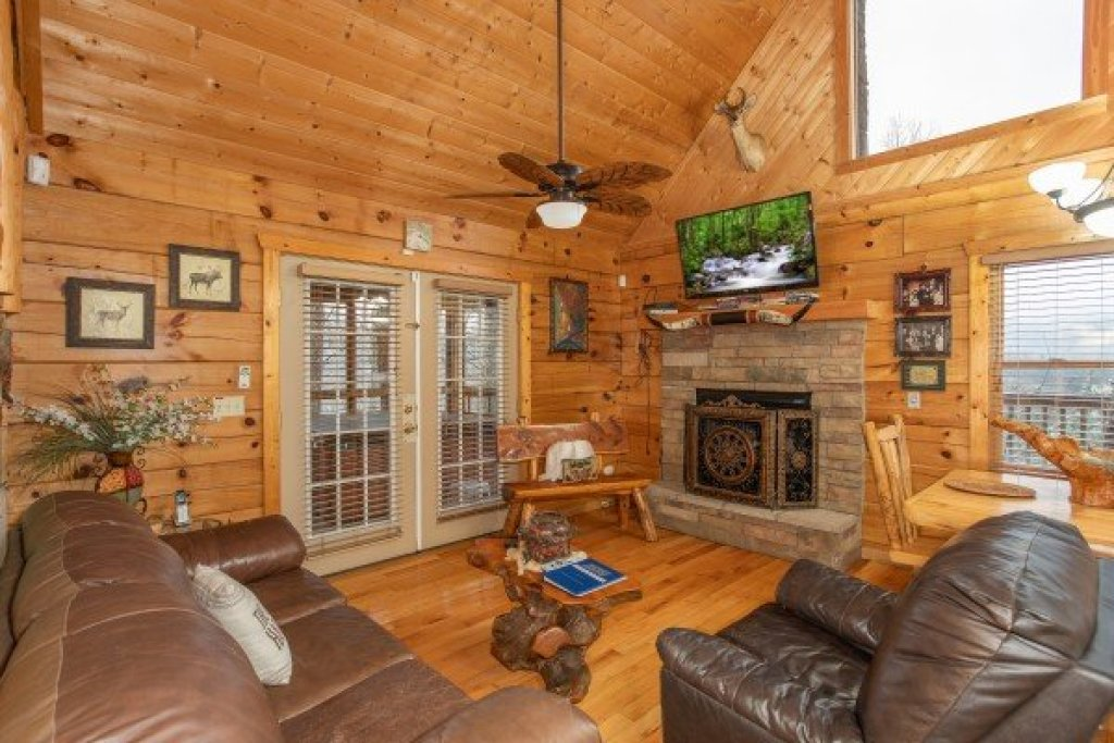 Photo of a Pigeon Forge Cabin named Alpine Romance - This is the fifth photo in the set.