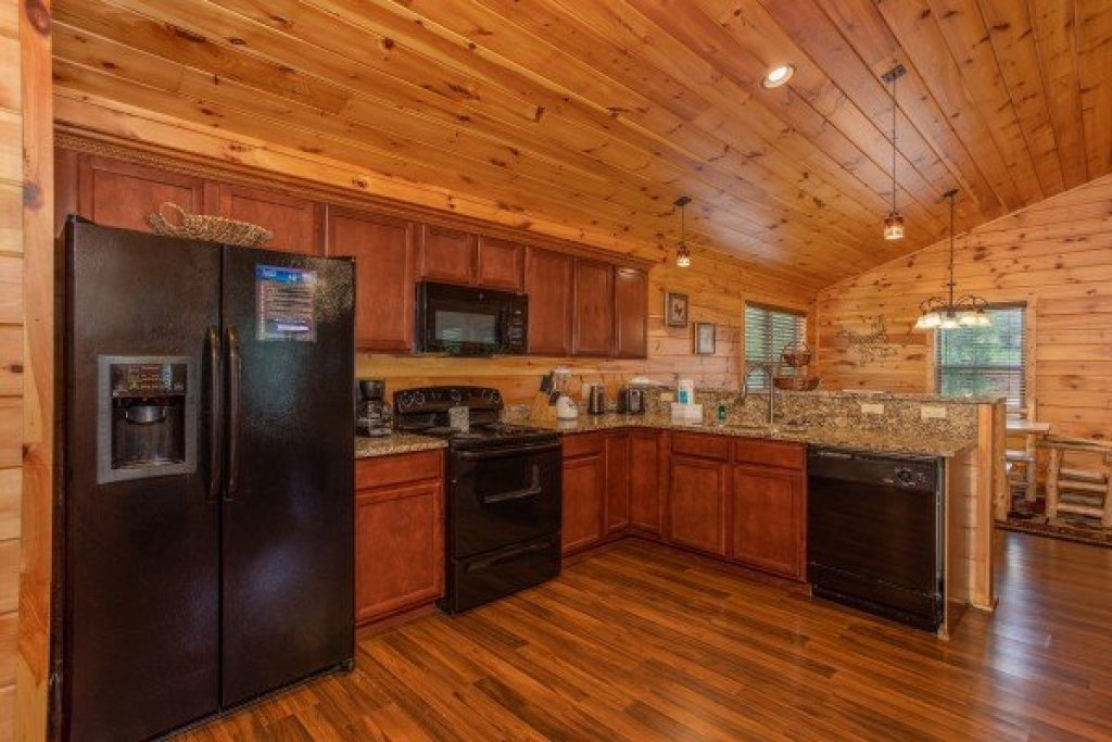 Photo of a Pigeon Forge Cabin named Pinot Paradise - This is the fifth photo in the set.
