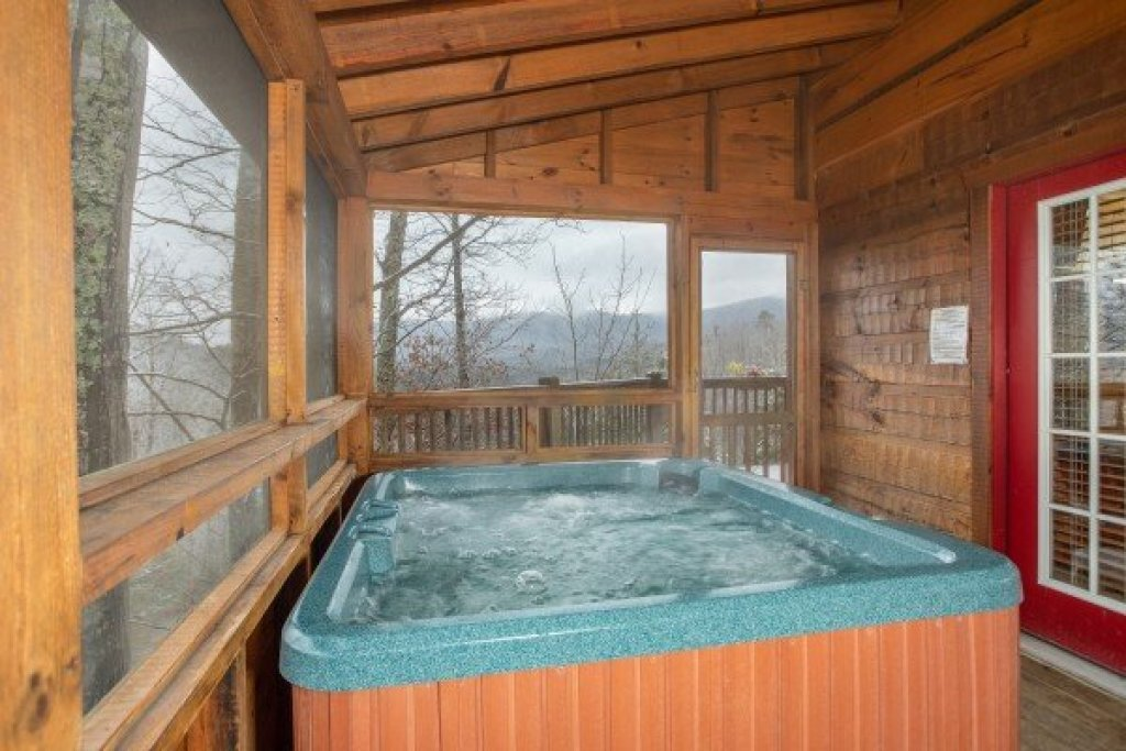 Photo of a Pigeon Forge Cabin named Alpine Romance - This is the nineteenth photo in the set.