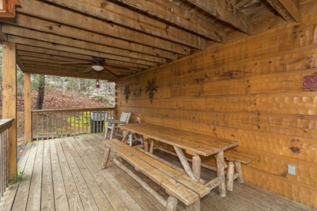Photo of a Pigeon Forge Cabin named Alpine Romance - This is the seventeenth photo in the set.