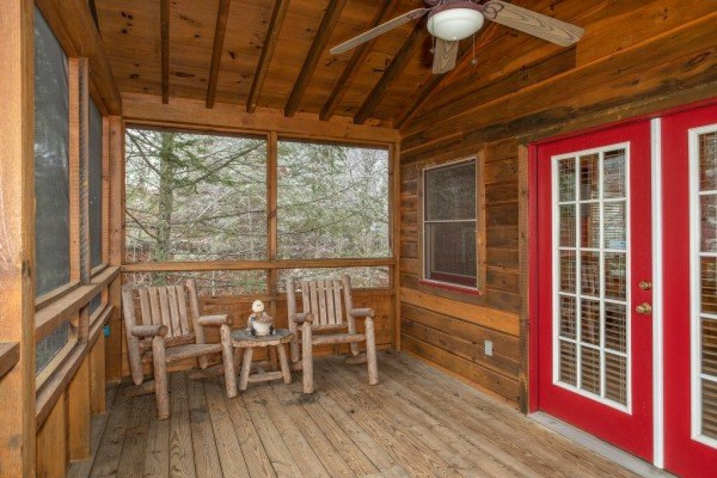 Photo of a Pigeon Forge Cabin named Alpine Romance - This is the twenty-fifth photo in the set.