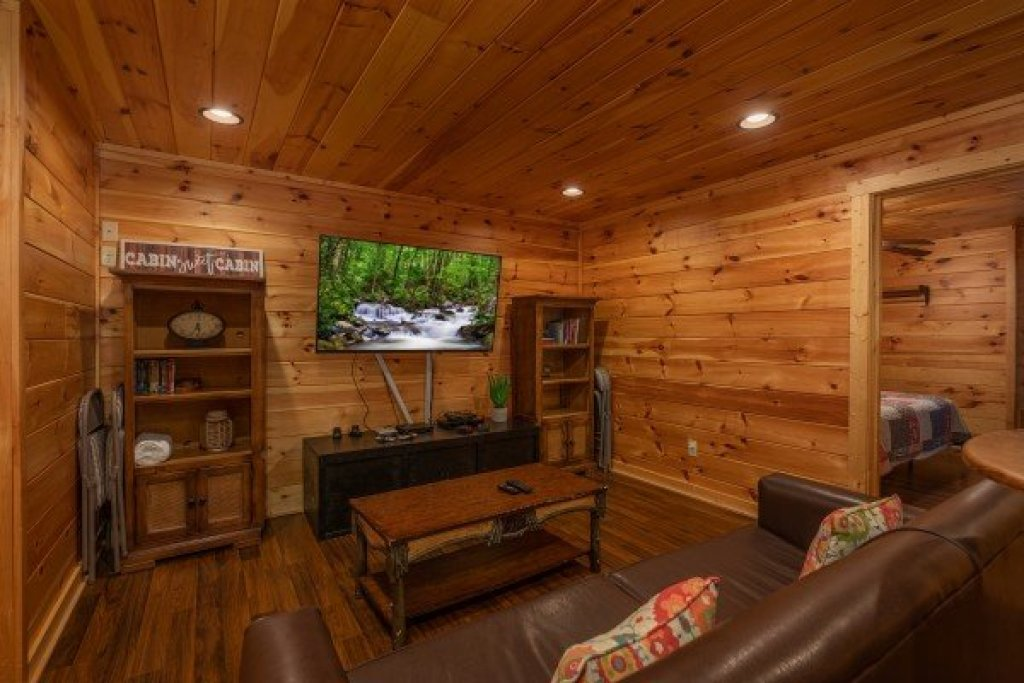 Photo of a Pigeon Forge Cabin named Pinot Paradise - This is the eleventh photo in the set.