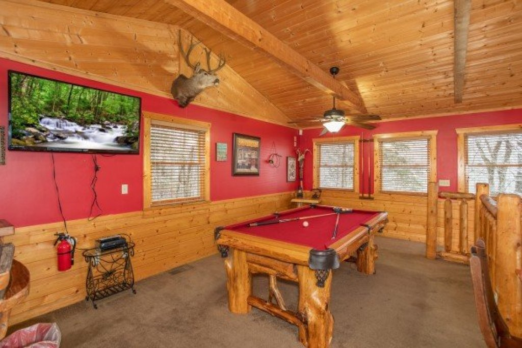 Photo of a Pigeon Forge Cabin named Alpine Romance - This is the twenty-third photo in the set.