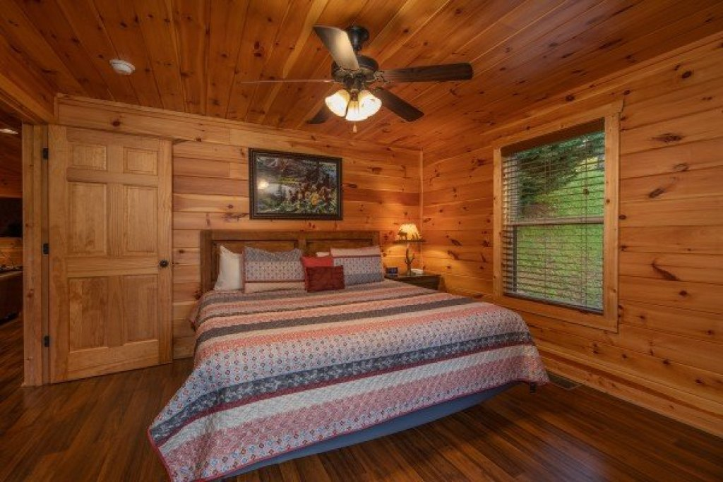 Photo of a Pigeon Forge Cabin named Pinot Paradise - This is the fourteenth photo in the set.