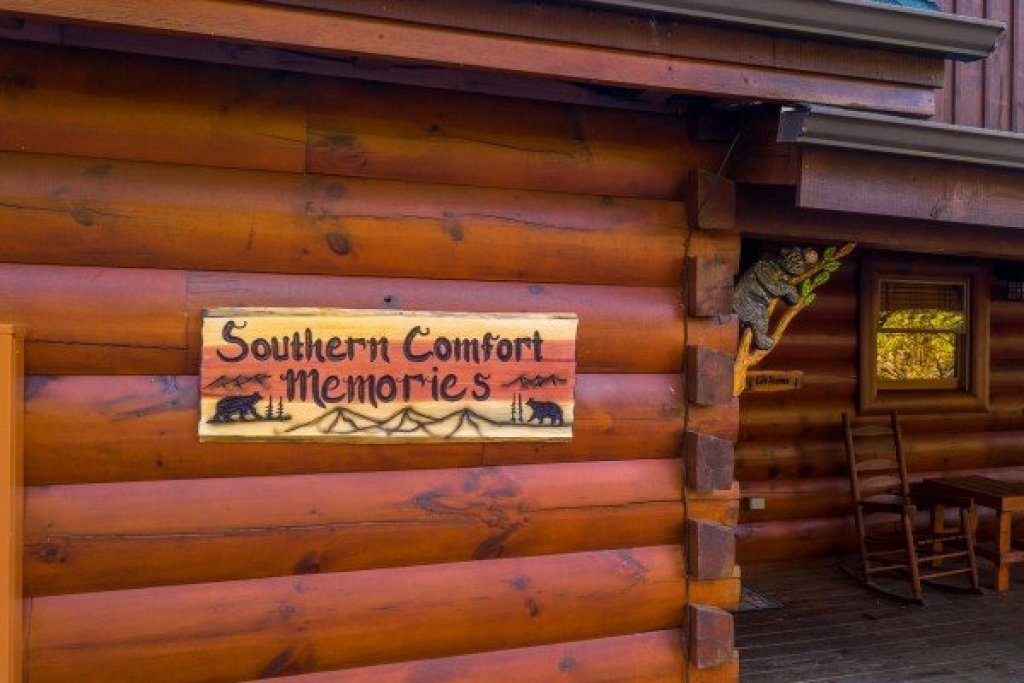 Photo of a Sevierville Cabin named Southern Comfort Memories - This is the second photo in the set.