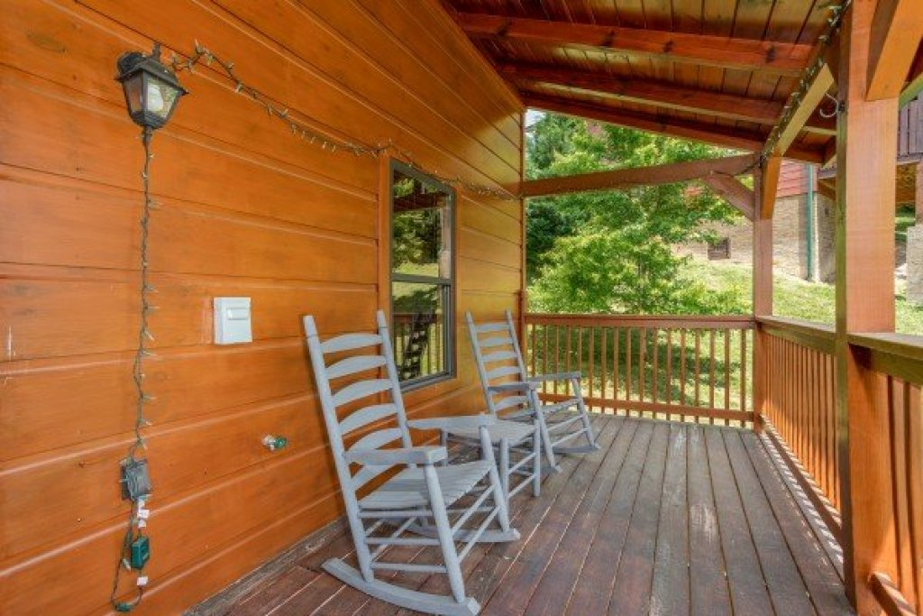 Photo of a Pigeon Forge Cabin named Pinot Paradise - This is the nineteenth photo in the set.