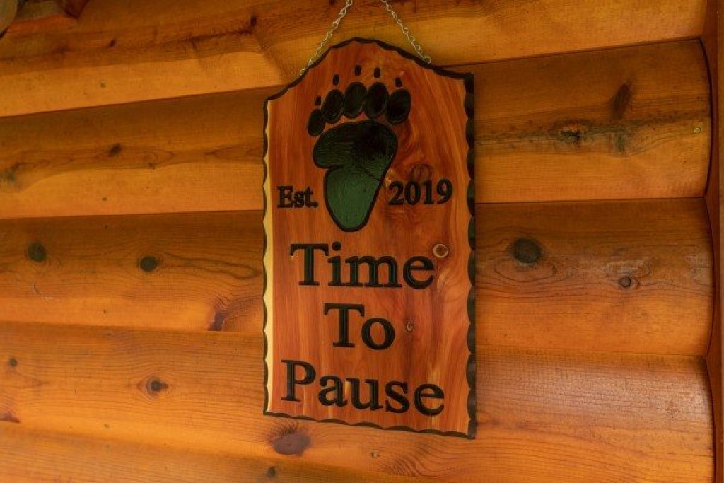 Photo of a Gatlinburg Cabin named Time To Pause - This is the second photo in the set.