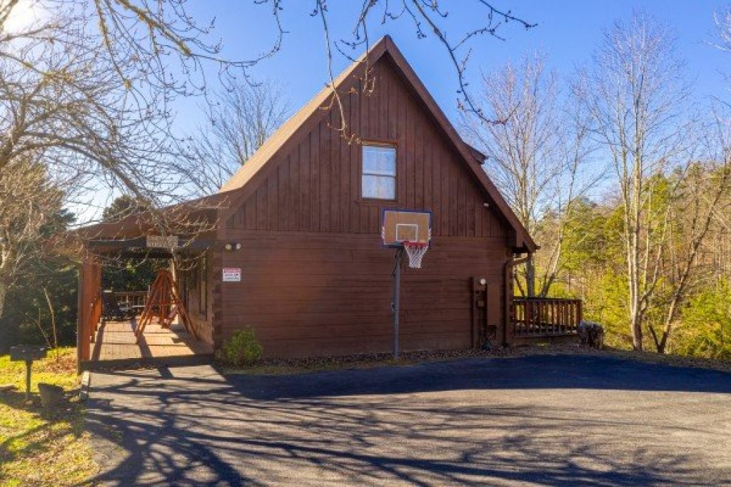 Photo of a Pigeon Forge Cabin named Leconte Nirvana - This is the third photo in the set.
