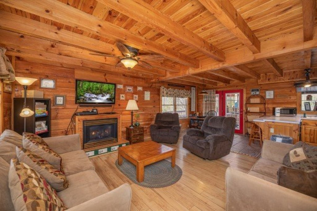 Photo of a Pigeon Forge Cabin named Leconte Nirvana - This is the fourth photo in the set.