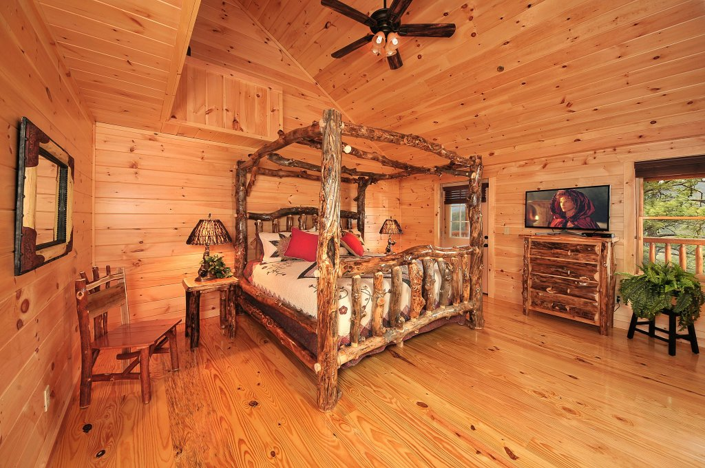 Photo of a Pigeon Forge Cabin named Kings Mountain Lodge - This is the twelfth photo in the set.