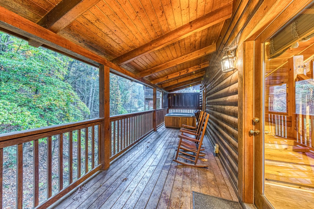 Photo of a Pigeon Forge Cabin named Blackberry Cobbler - This is the twentieth photo in the set.