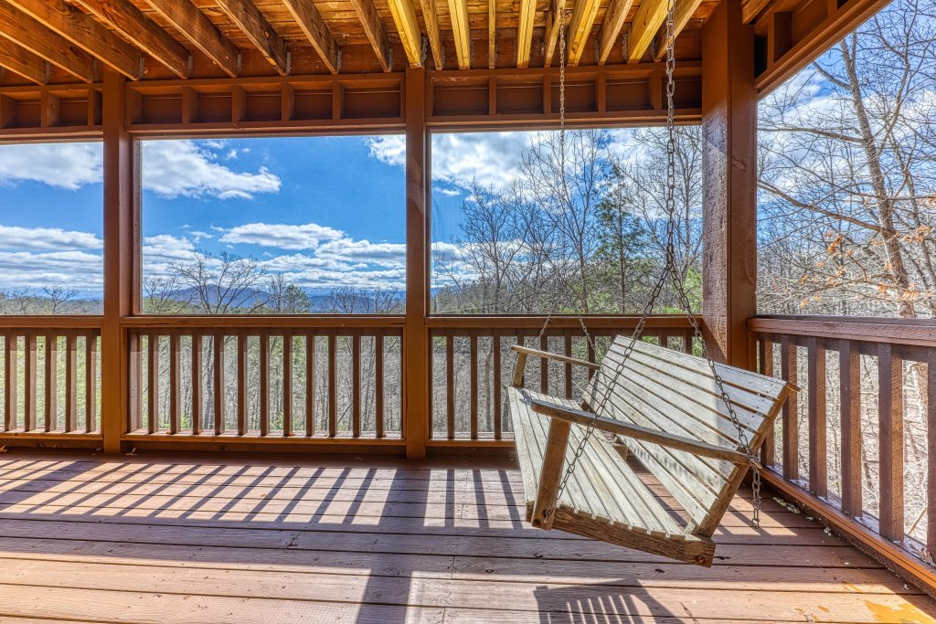 Photo of a Sevierville Cabin named Teddy Bear Lodge - This is the fifth photo in the set.