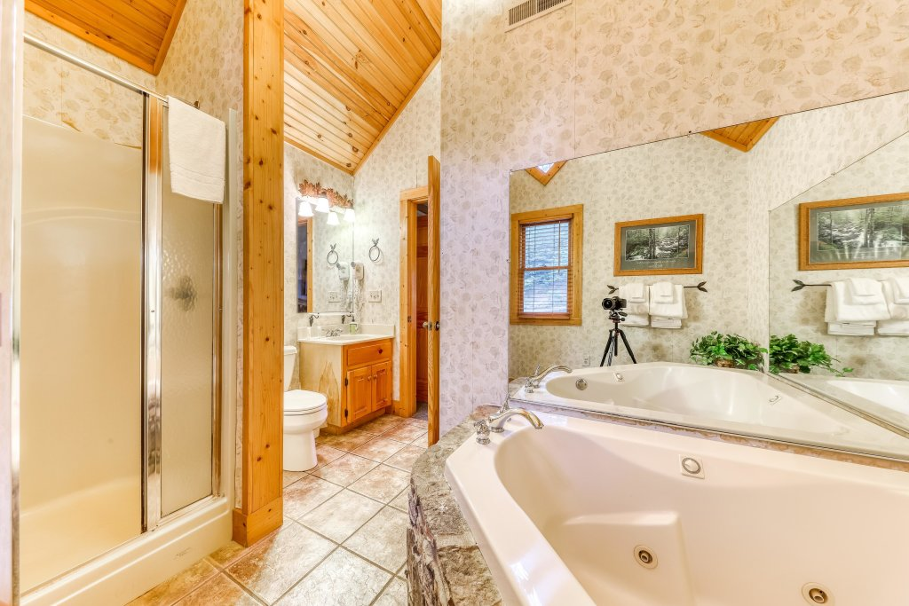 Photo of a Sevierville Cabin named Teddy Bear Lodge - This is the twenty-second photo in the set.