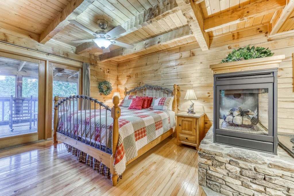 Photo of a Sevierville Cabin named Teddy Bear Lodge - This is the fifteenth photo in the set.