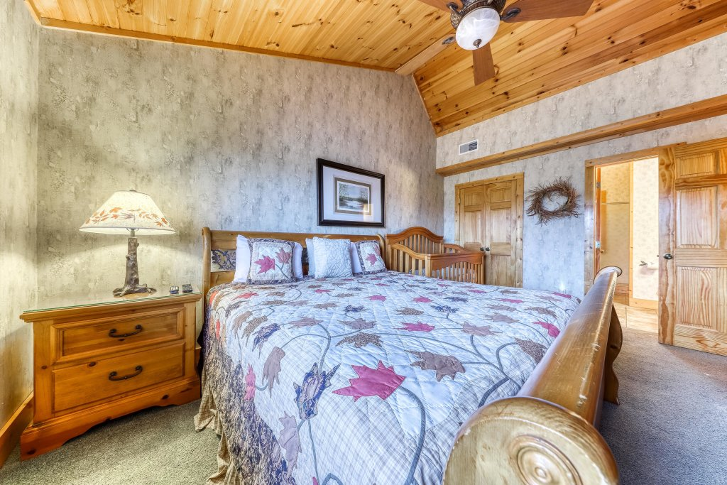 Photo of a Sevierville Cabin named Teddy Bear Lodge - This is the twenty-first photo in the set.