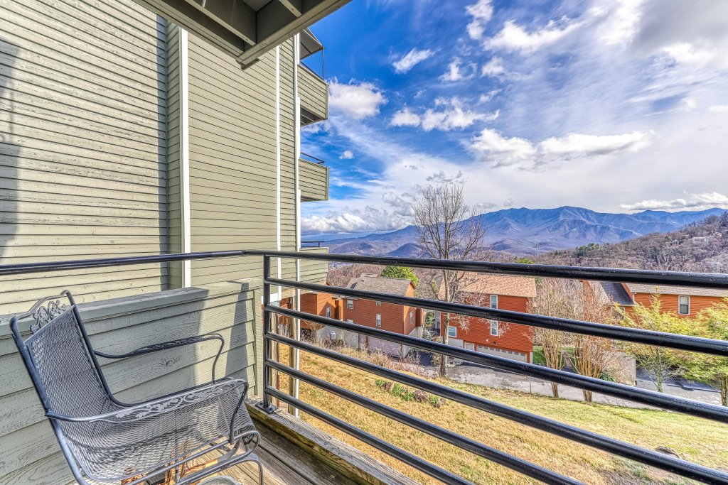 Photo of a Gatlinburg Cabin named Summit View Condo - This is the thirteenth photo in the set.