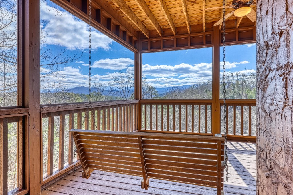 Photo of a Sevierville Cabin named Teddy Bear Lodge - This is the thirty-ninth photo in the set.