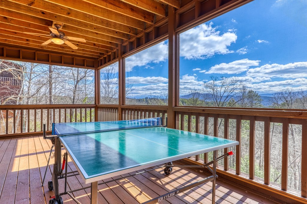 Photo of a Sevierville Cabin named Teddy Bear Lodge - This is the forty-second photo in the set.
