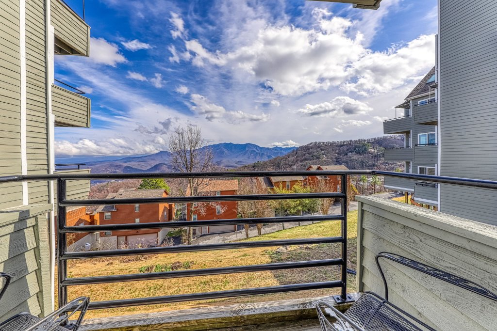Photo of a Gatlinburg Cabin named Summit View Condo - This is the fourteenth photo in the set.