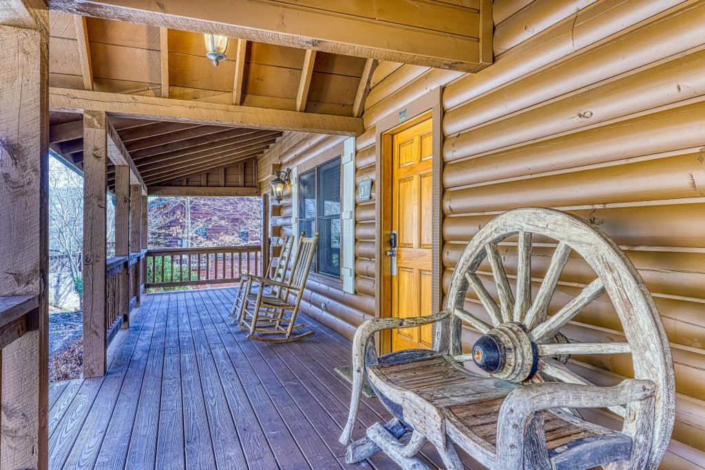 Photo of a Sevierville Cabin named Teddy Bear Lodge - This is the forty-first photo in the set.