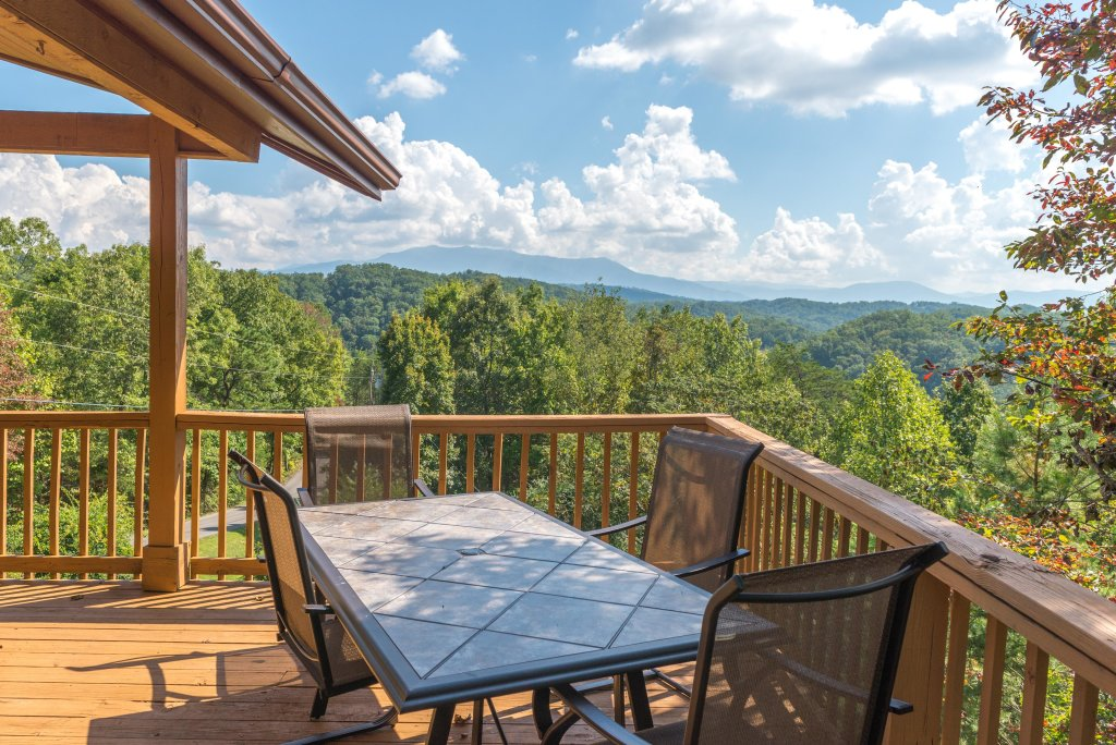 Photo of a Pigeon Forge Cabin named Bow Vista Cabin - This is the fifth photo in the set.