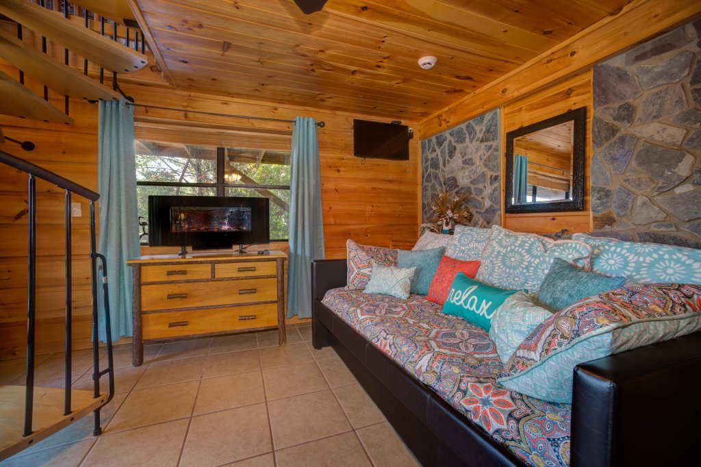 Photo of a Pigeon Forge Cabin named Bow Vista Cabin - This is the thirty-seventh photo in the set.