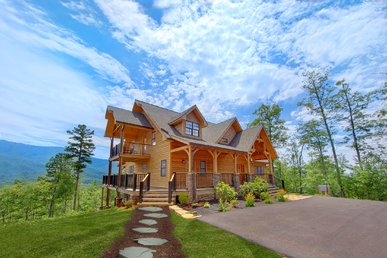 Amazing Panoramic Views From This Million Dollar+ Cabin