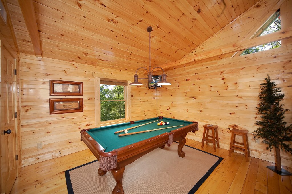 Photo of a Gatlinburg Cabin named A Touch Of Class - This is the third photo in the set.