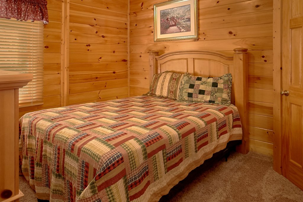 Photo of a Pigeon Forge Cabin named A Mountain View Theater Lodge - This is the eighteenth photo in the set.