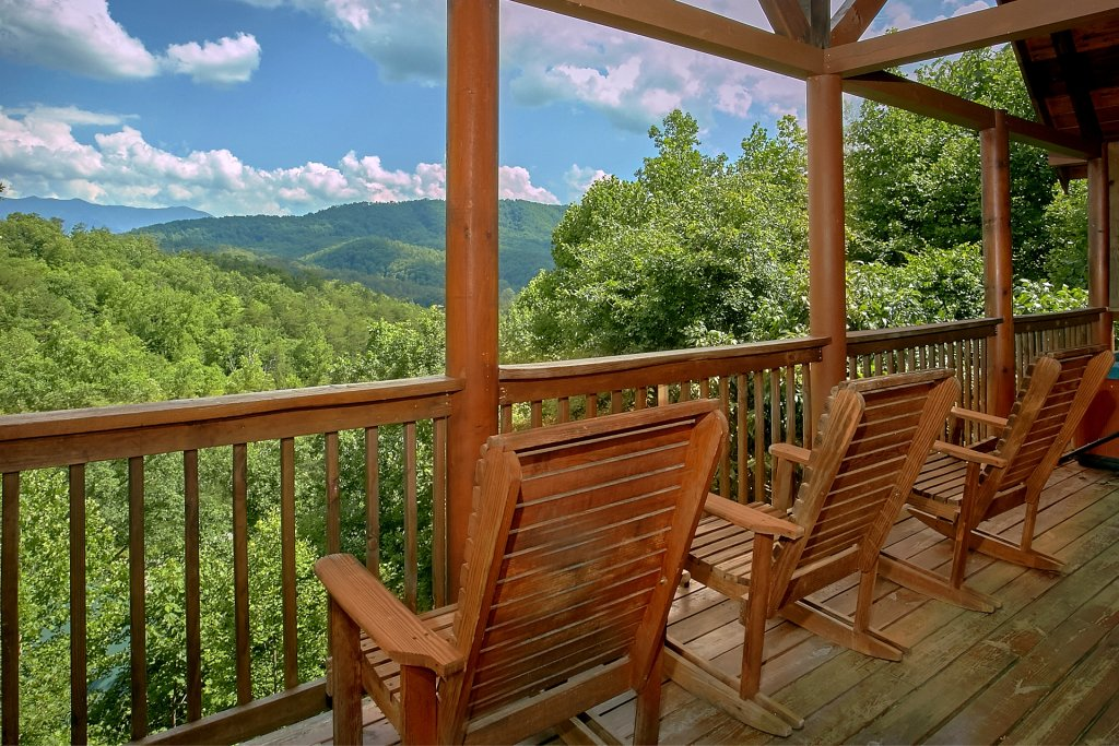 Photo of a Pigeon Forge Cabin named A Mountain View Theater Lodge - This is the second photo in the set.