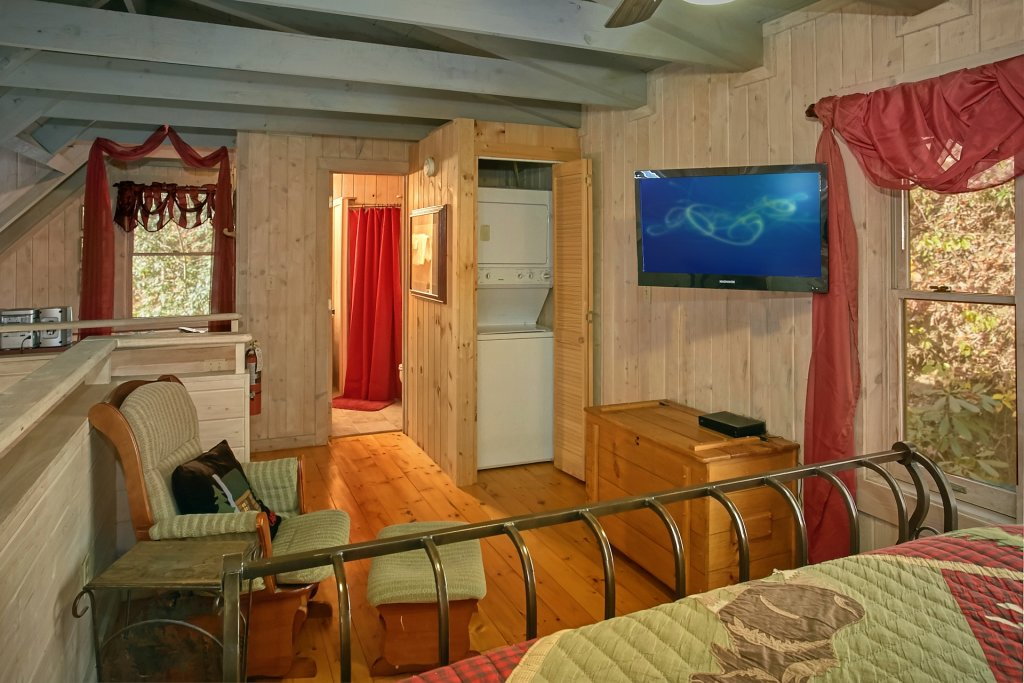 Photo of a Gatlinburg Cabin named Cozy Creek - This is the seventeenth photo in the set.