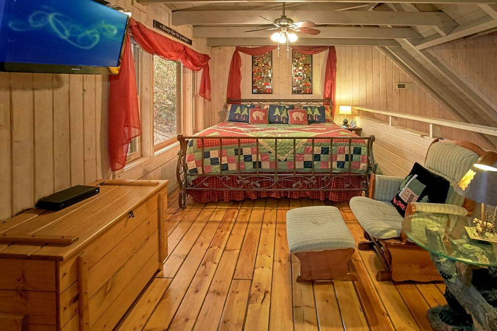 Photo of a Gatlinburg Cabin named Bear Creek - This is the fourteenth photo in the set.