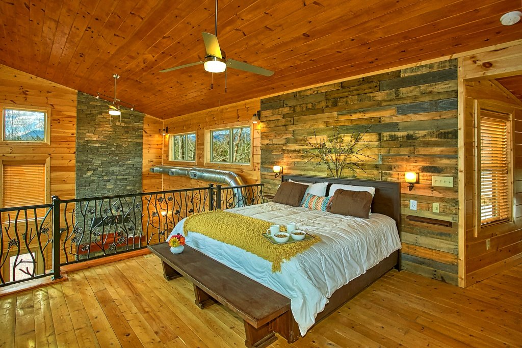 Photo of a Gatlinburg Cabin named Urban Cowboy - This is the twenty-seventh photo in the set.