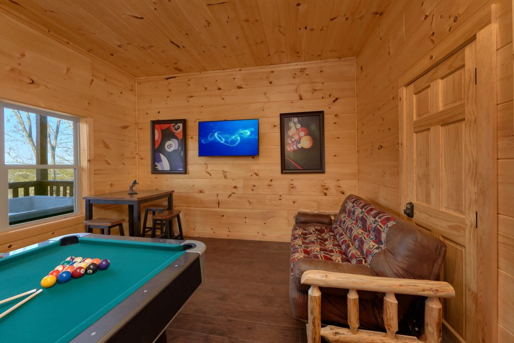 Photo of a Pigeon Forge Cabin named Alpine Pool Lodge - This is the seventh photo in the set.