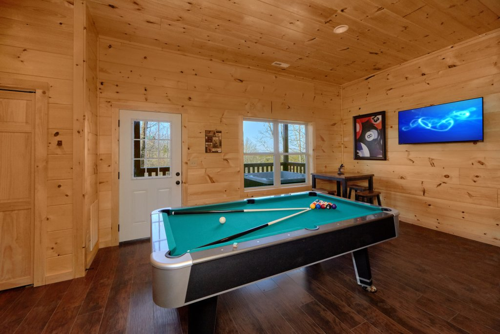 Photo of a Pigeon Forge Cabin named Alpine Pool Lodge - This is the sixth photo in the set.